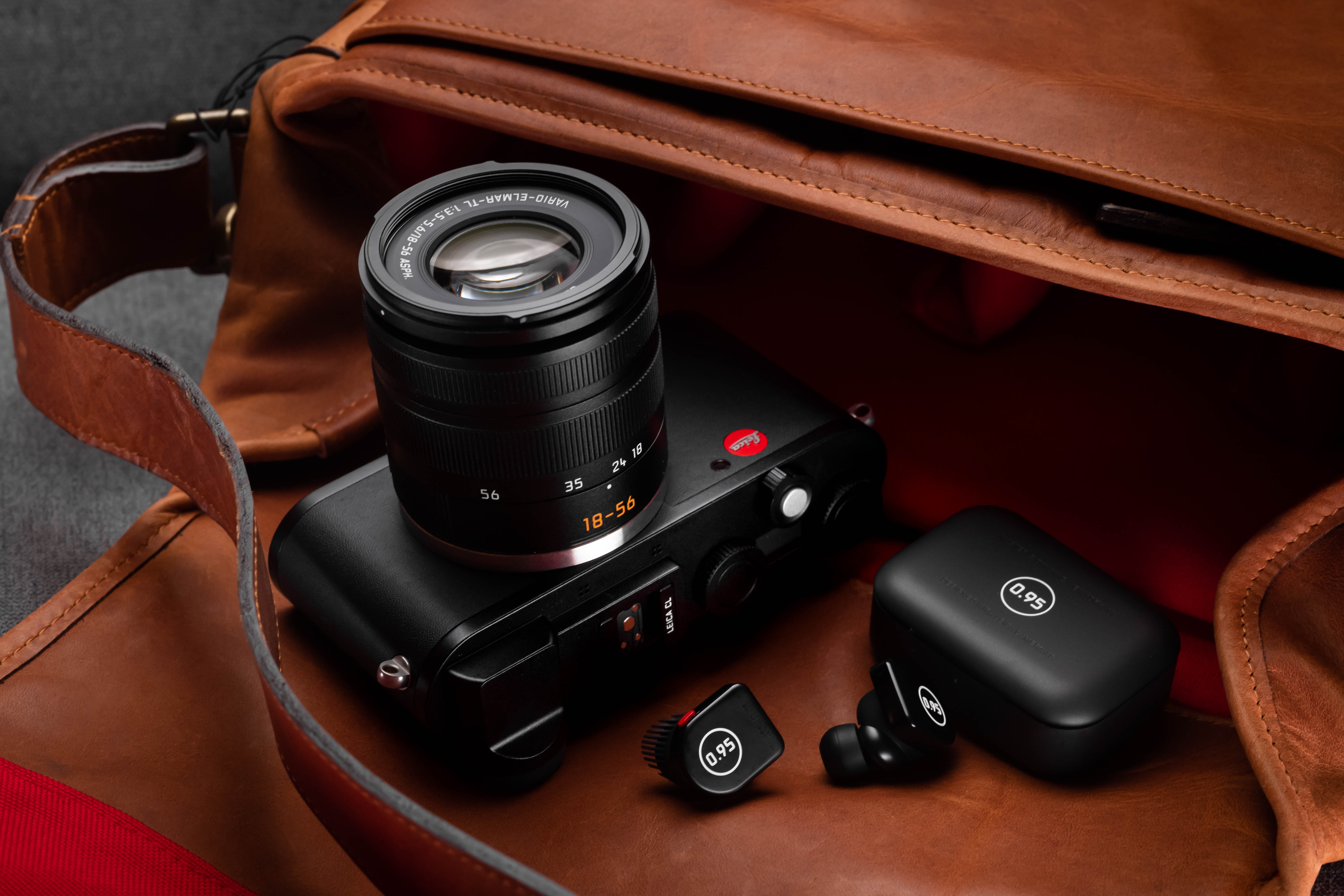 LEICA CL Black Vario Bundle with M&D MW07 Plus (In-Ear) *Christmas Limited Offer*