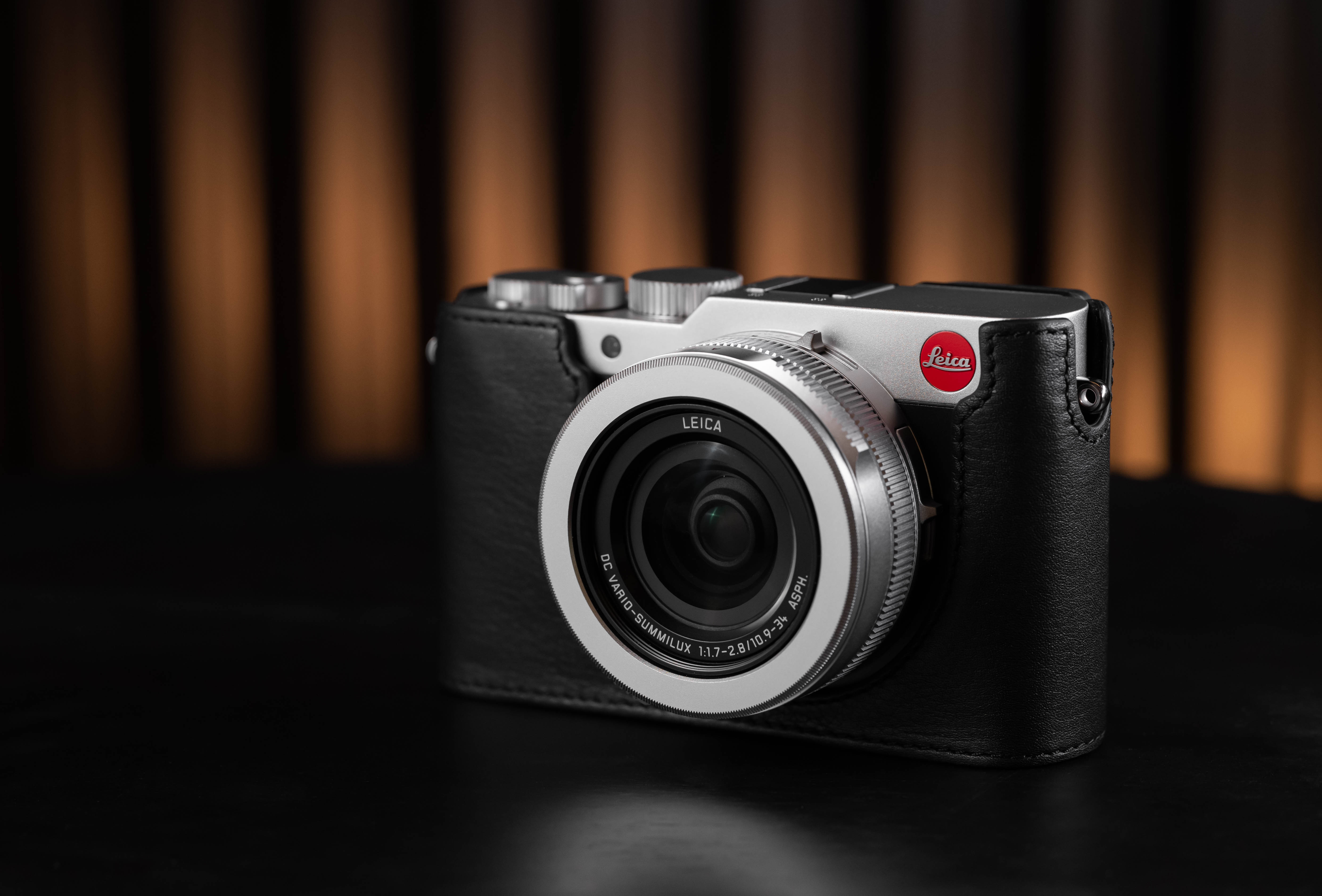 LEICA D-LUX 7 Silver Essential Kit *Christmas Limited Offer*